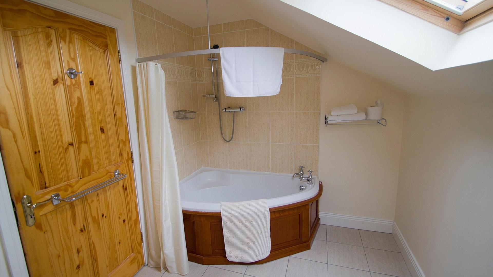 East_Clare_Golf_Village-bathroom-min