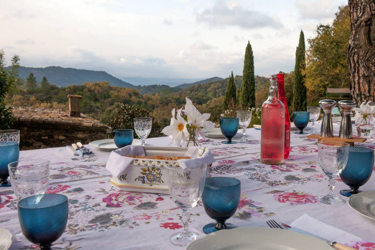 Le Preverger Outdoor Dining