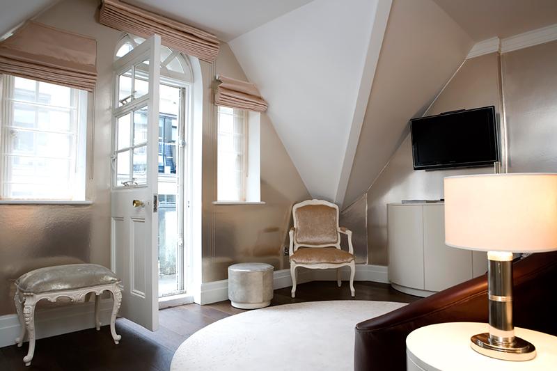 karma-sanctum-soho-balcony-cream-living
